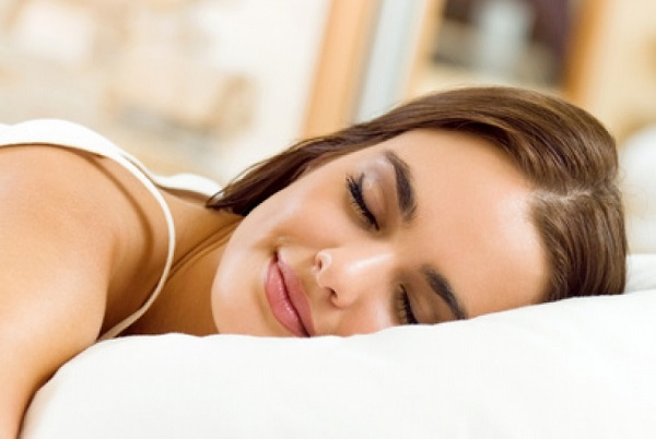 جلد زیبا در خواب.چرا خواب برای زیبایی و طراوت جلد مهم است