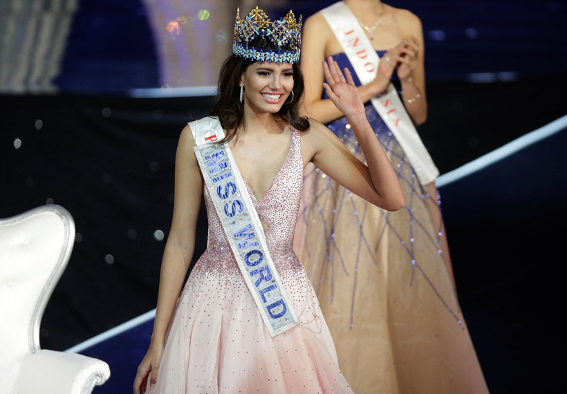 Miss Puerto Rico Stephanie Del Valle waves after winning the Miss World 2016 Competition in Oxen Hill, Maryland, U.S., December 18, 2016. REUTERS/Joshua Roberts